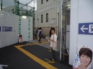 2140925菊名駅宣伝