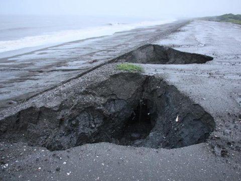 平塚の龍城ヶ丘の浜の陥没に対応していただきました。